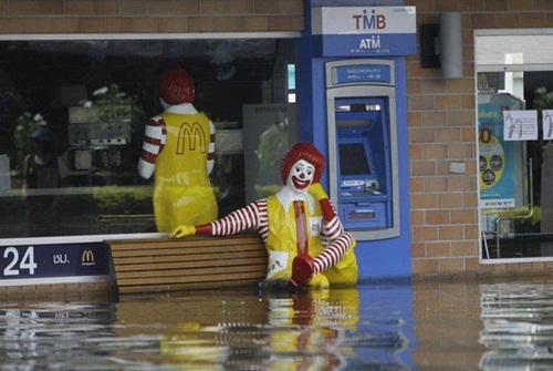 Макдональдс он и в Таиланде Макдональдс.