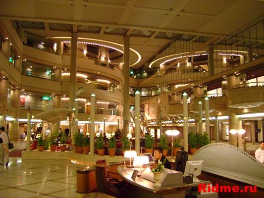 г. Осака. Холл гостиницы New Otani