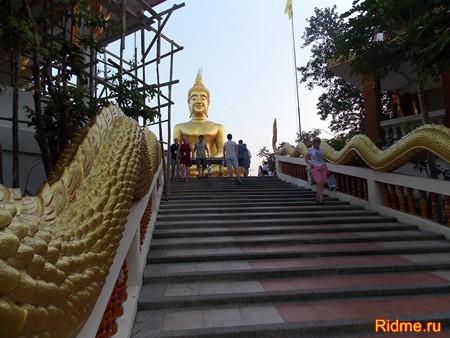 Монастырь Тримитр - со статуей Золотого Будды